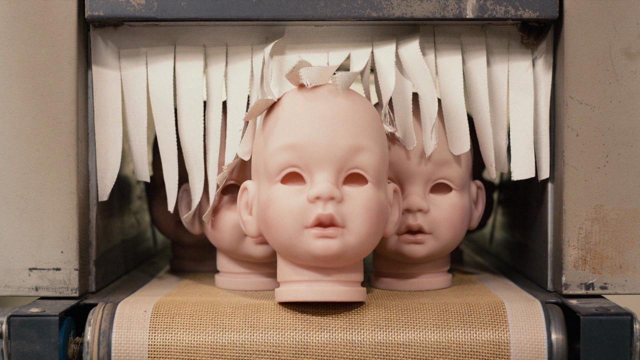 Les bébés de la crèche qui sortent de l'usine
