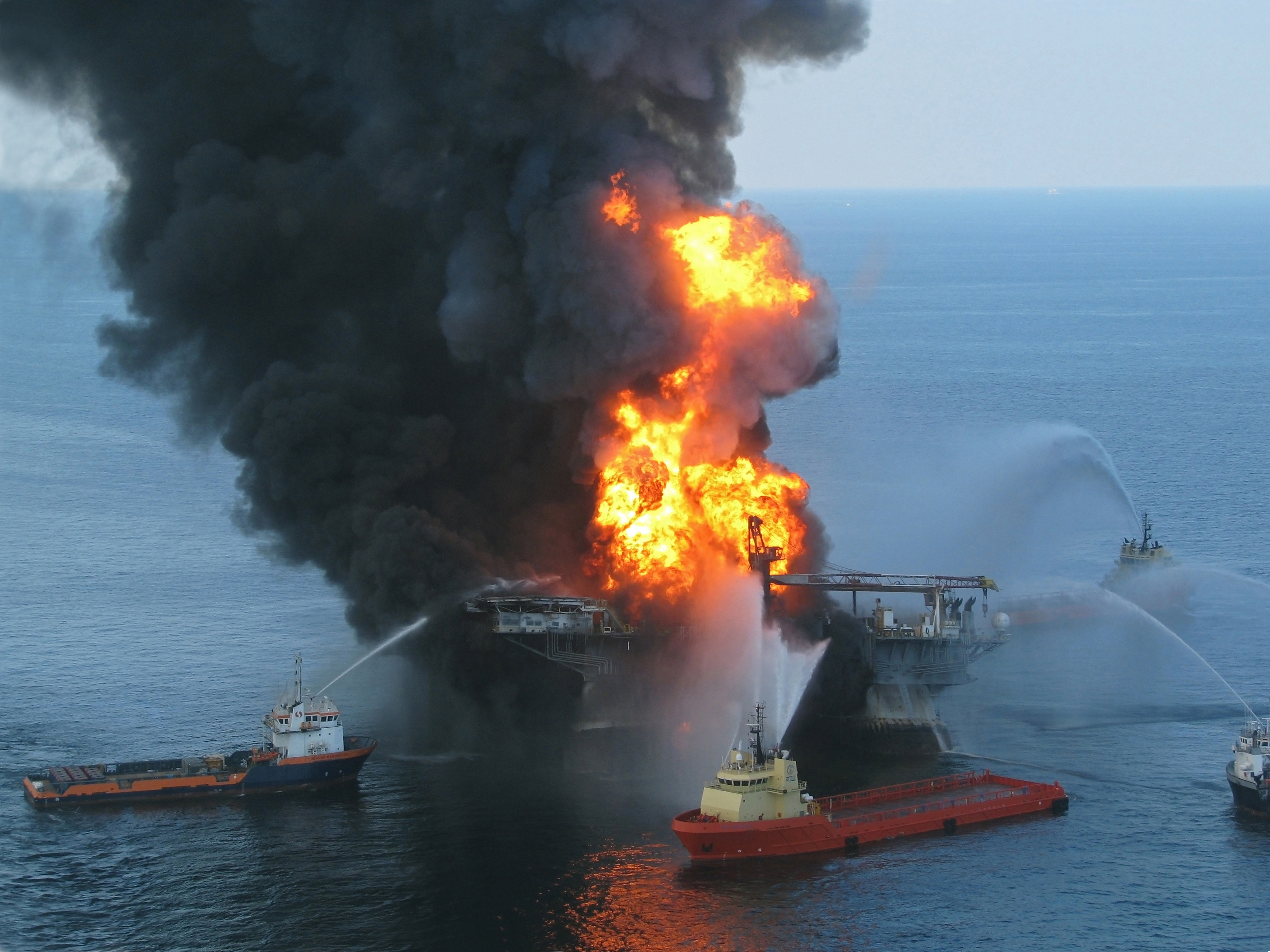 [4] Deepwater Horizon on fire, 2010_res