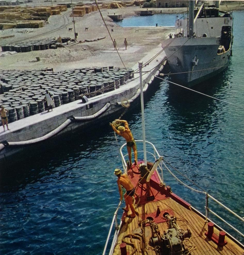 Photo de la Calypso à Port-Soudan, prise durant la production du Monde sans soleil